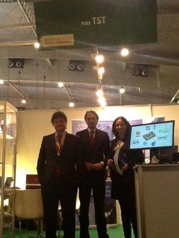 De la Serna con miembros de la empresa TST en Barcelona