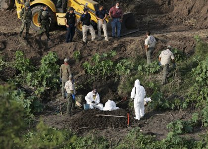 Ya van 42 cadáveres en fosas comunes