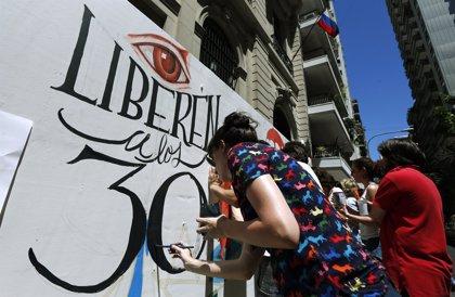 La familia del activista de Greenpeace agradece a Argentina las gestiones para su liberación