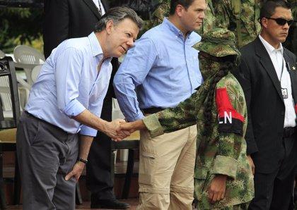 """Santos pide """"acelerar"""" el proceso de paz """"para evitar más muertes"""""""