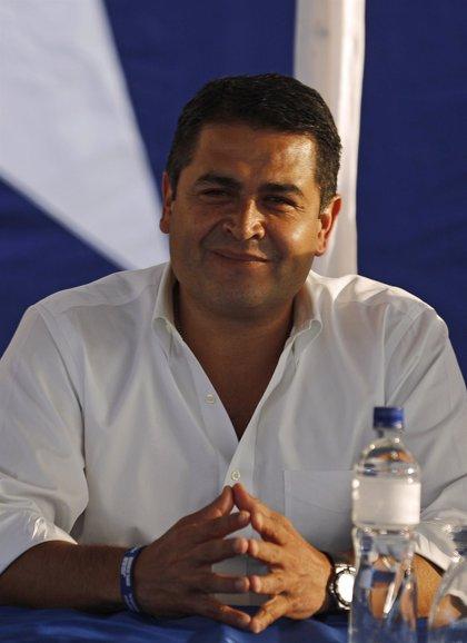 El TSE da la victoria al candidato oficialista Juan Orlando Hernández