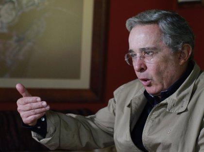 Uribe acusa a Santos de utilizar las negociaciones con las FARC para garantizar su reelección