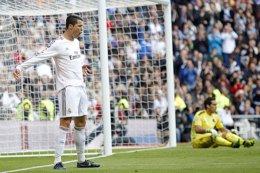 Cristiano Ronaldo Claudio Bravo Real Madrid Real Sociedad