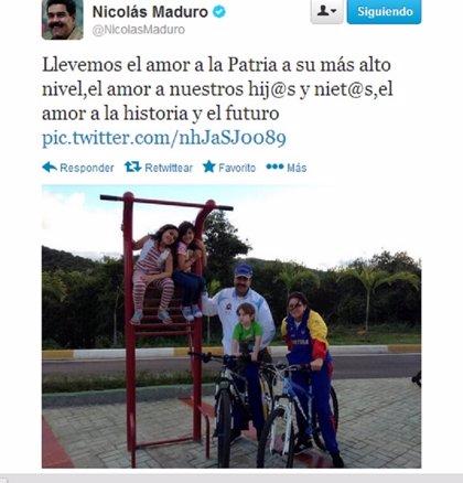 Maduro publica en Twitter fotos con sus nietos y su esposa
