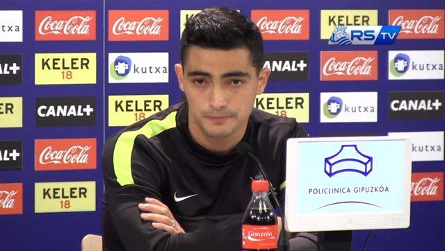 El jugador de la Real Sociedad Chory Castro en rueda de prensa