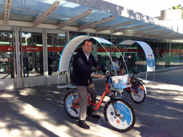 El concejal de Transportes, Javier Iniesta