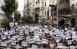 Cientos de personas recordando el aniversario de los atentados a la AMIA en 1994