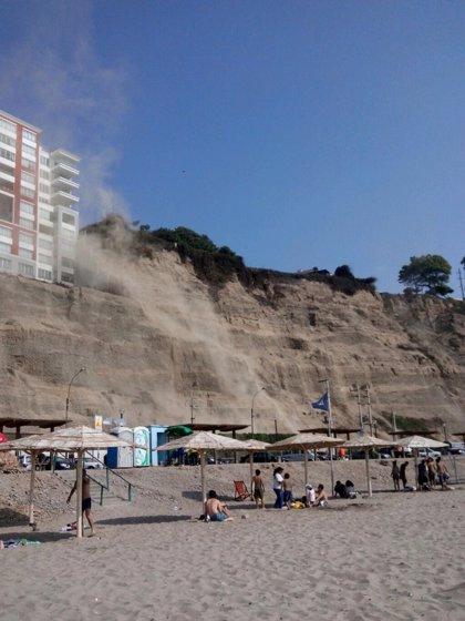 El sismo de Lima provoca un deslizamiento de piedras en la Costa Verde de la capital