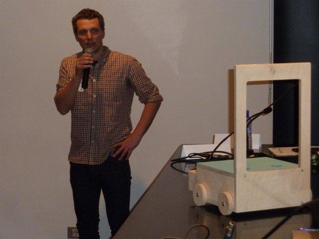 El creador de la 'Glücksstuhl, silla con suerte' presenta su proyecto en el MID
