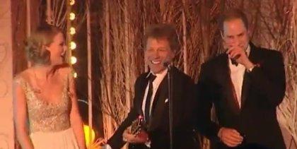 El príncipe Guillermo y Taylor Swift cantan con Bon Jovi