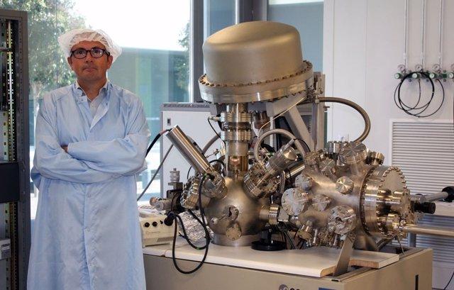 Benito Gimeno, ante el Sistema XPS/UPS