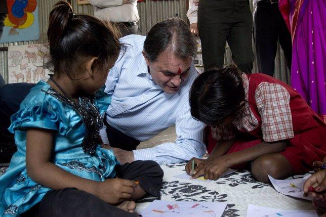 Visita del pte.A.Mas al proyecto Educo en Pune (India)