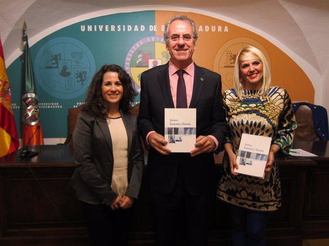 Presentación Del Libro 'Jóvenes, Economía Y Derecho' De La Uex.