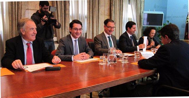 Comisión Mixta copresidida por el delegado del Gobierno y el consejero Sevilla