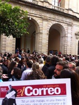 Manifestación en defensa de El Correo.