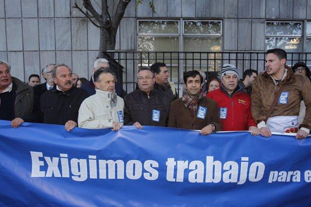 Protesta de alcaldes de Ferrol ante la sede de SEPI por Navantia