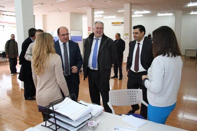 El consejero Sánchez inaugura una nueva oficina del SEF en Cehegín