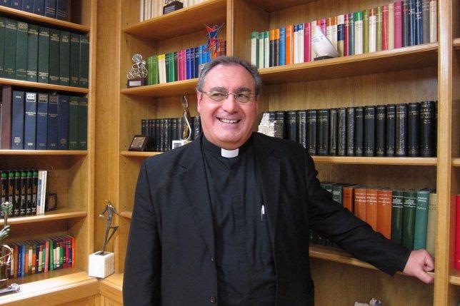 Secretario General de la CEE, Jose María Gil Tamayo