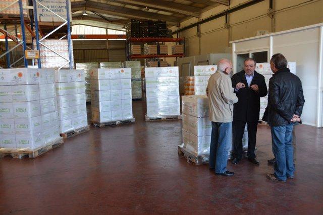 La Diputación de Lleida entrega 5.000 botellas de aceite al Banco de Alimentos.