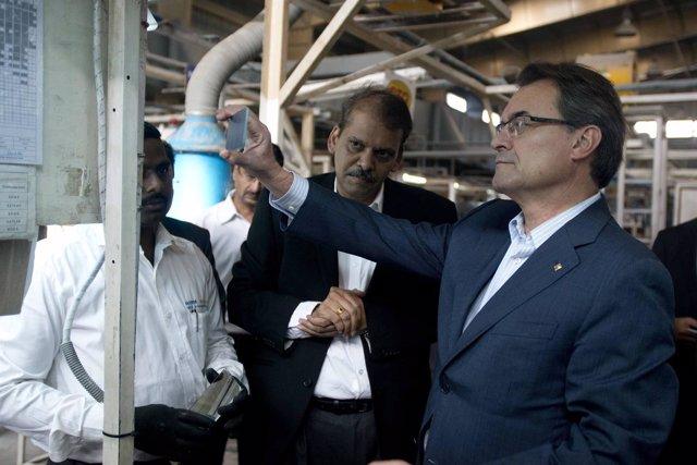El pte.A.Mas visita la empresa Tata-Ficosa