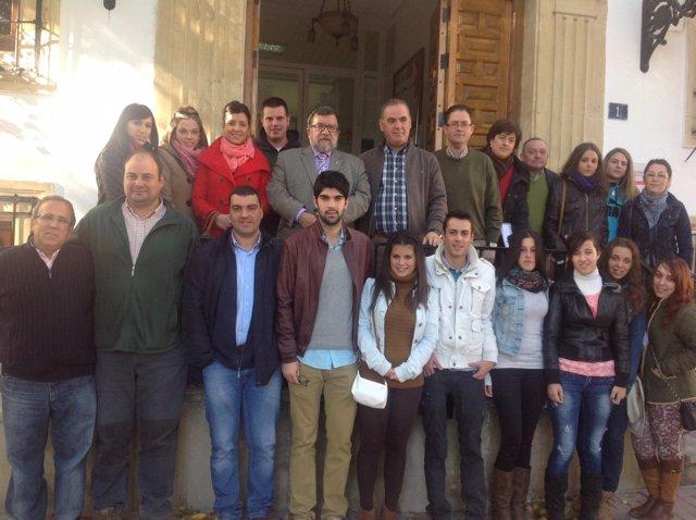 Cifuentes y Vallejo, con alumnos de la casa de oficios.