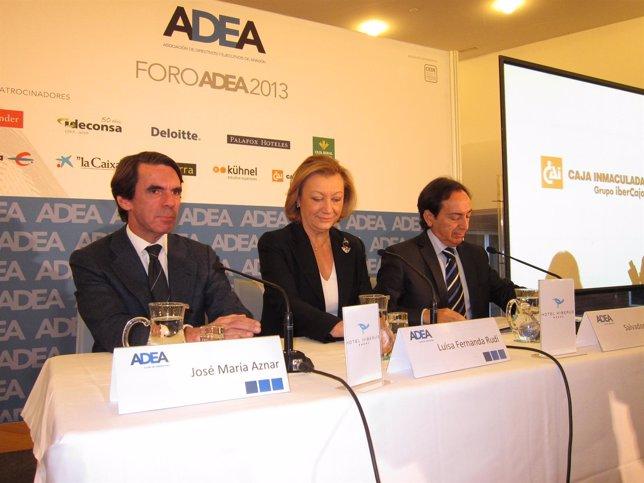 José María Aznar, acompañado de Luisa Fernanda Rudi y Salvador Arenere