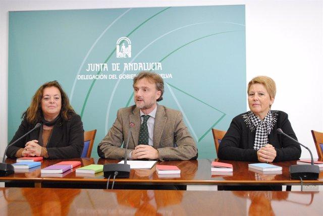 El delegado de la Junta en Huelva, José Fiscal, junto a Rosario Ballester.