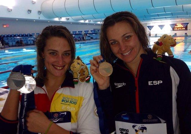 Melanie Costa y Mireia Belmonte tras la Copa del Mundo de Dubai