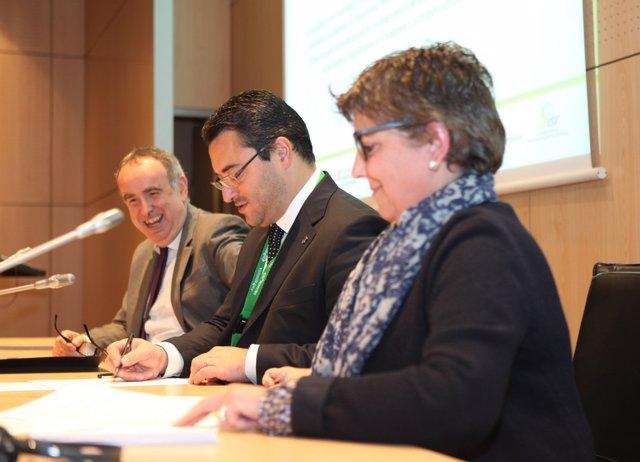 El catedrático Jordi Bruno, el alcalde J.C.Sánchez y R.Forcada.