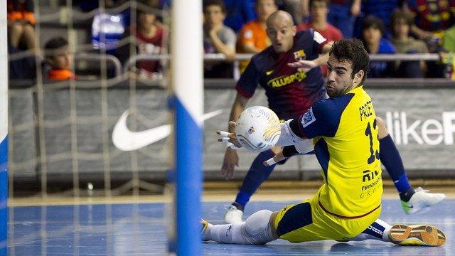 Ari, del FC Barcelona Alsuport, ante el Ríos Renovables