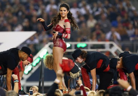 Selena Gómez Partido de Acción de Gracias
