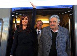 Kirchner Y Mujica Reactivan Una Línea Ferroviaria Binacional