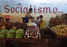 Mercado de alimentos en Cuba