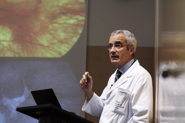 Dr. Rafael Navarro.