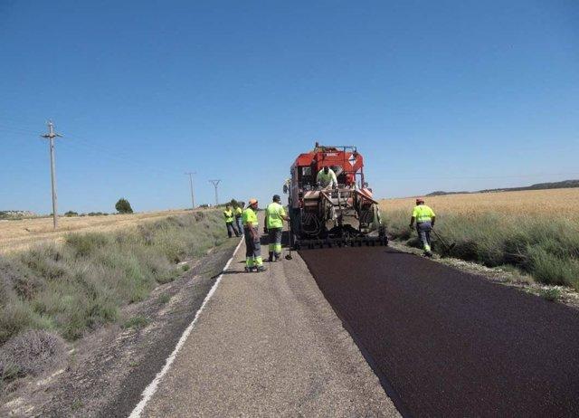 Obras en la carretera A-1104, que conecta la A-129 con Farlete y Monegrillo