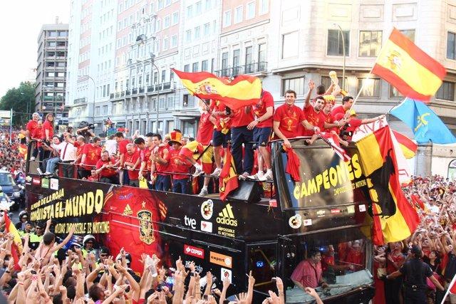 La roja desfilando por Madrid