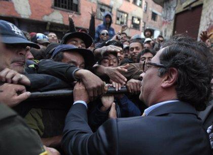Alcaldes locales de Bogotá apoyan a Petro tras su destitución