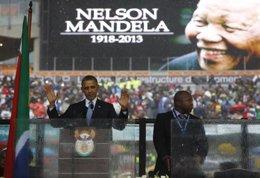 Barack Obama en el funeral por Mandela