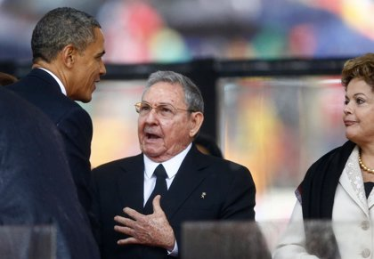 Cuba/EEUU.- El insólito apretón de manos entre Obama y Castro, a examen en Cuba y Estados Unidos