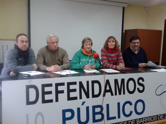 """Varios colectivos critican """"el trato de privilegio"""" a centros concertados"""