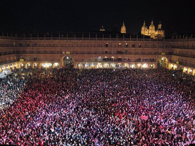 Celebración De La Nochevieja Universitaria En La Plaza Mayor De Salamanca