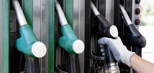 Surtidores en una gasolinera (Archivo)