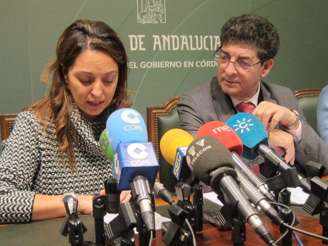 Valderas, junto a la delegada del Gobierno andaluz en Córdoba