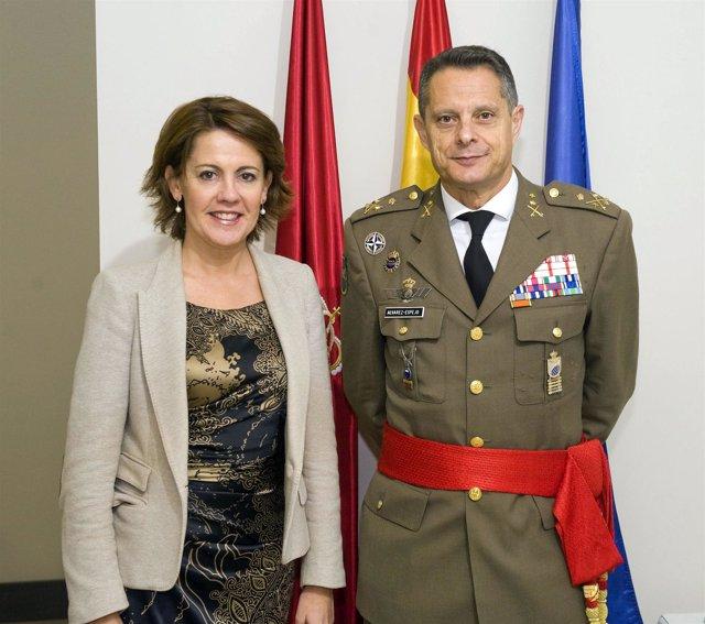 Barcina con el nuevo inspector general del Ejército.