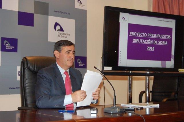 El presidente de la Diputación, Antonio Pardo, presenta los Presupuestos 2014