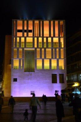 El edificio anexo al Ayuntamiento de Murcia estrena iluminación ornamental
