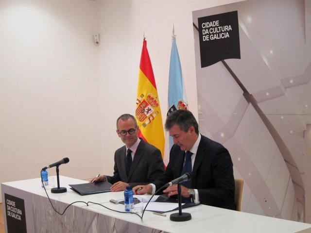 Jesús Vázquez y Santiago Novoa (NCG) firman cesión de fondos bibliográficos