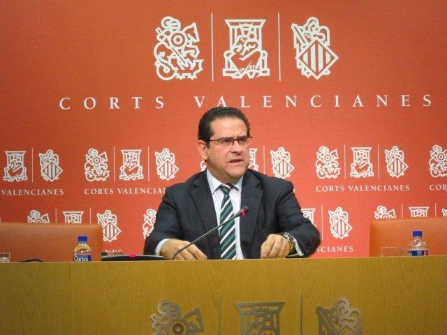 Jorge Bellver en rueda de prensa en las Corts