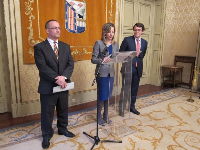 García informa de nuevas iniciativas de promoción de la enseñanza de español