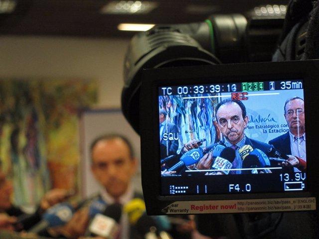 El consejero de Turismo, Rafael Rodríguez, atiende a los medios en Málaga